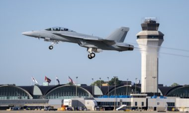 Marinha dos EUA recebe versão mais avançada do F/A-18 Super Hornet
