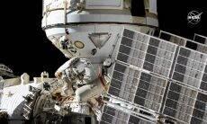 Cosmonautas completam 1ª das 11 caminhadas espaciais para instalar novo módulo na ISS