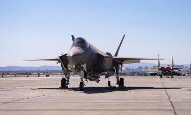 Caça F-35A completa teste de voo com bomba nuclear