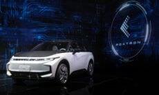 Fabricante do iPhone, Foxconn revela três conceitos de carros elétricos
