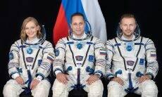 Trio russo chega à ISS para gravar filme no espaço