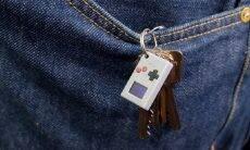 Empresa cria um 'Game Boy' menor que um polegar
